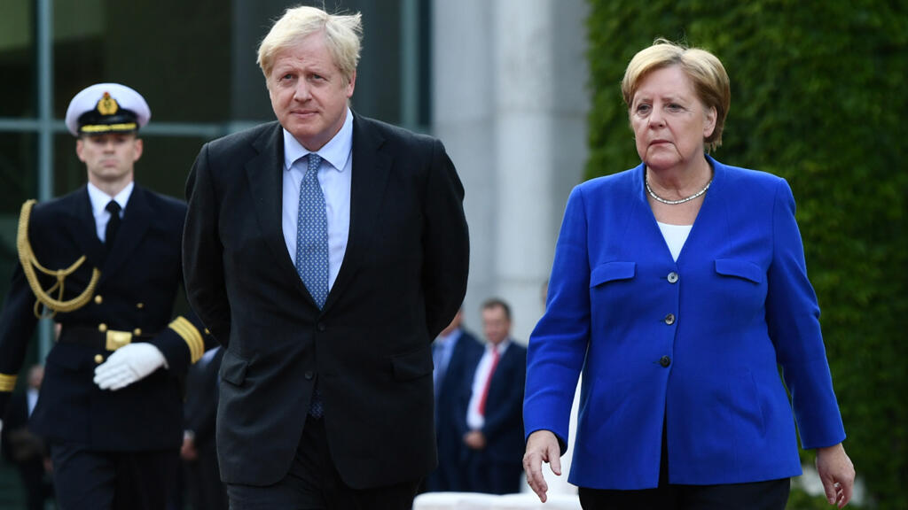 المستشارة الألمانية ميركل تلتقي برئيس الوزراء البريطاني جونسون في المستشارية في برلين