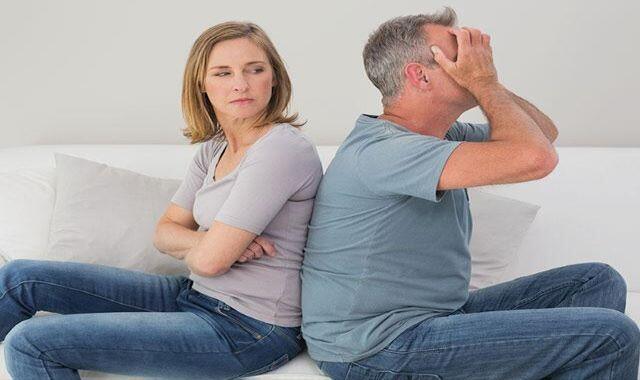 couple-argue-backs-turned