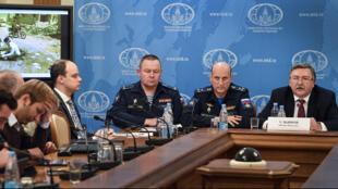 ميخائيل اوليانوف خلال الندوة الصحفية حول تقرير الأمم المتحدة فيما يتعلق بغاز السارين