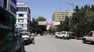 عناصر من القوات الخاصة الأفغانية تحرس إحدى البنايات