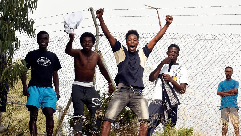 مهاجرون من إفريقيا جنوب الصحراء بعد دخولهم إسبانيا عبر المغرب