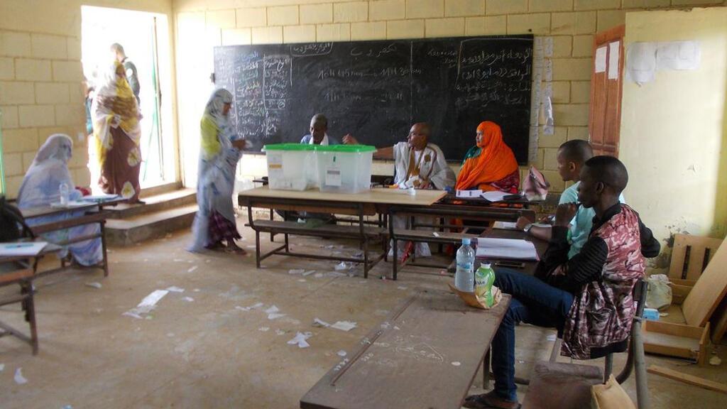 الجولة الثانية من الانتخابات الموريتانية-مكتب اقتراع بنواكشوط