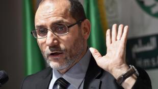 عبد الرزاق مكري زعيم حزب حركة المجتمع والسلام الجزائري