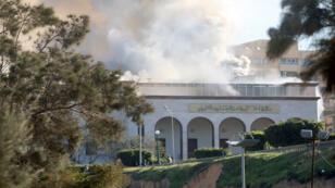 لحظات انفجار وزارة الخارجية الليبية