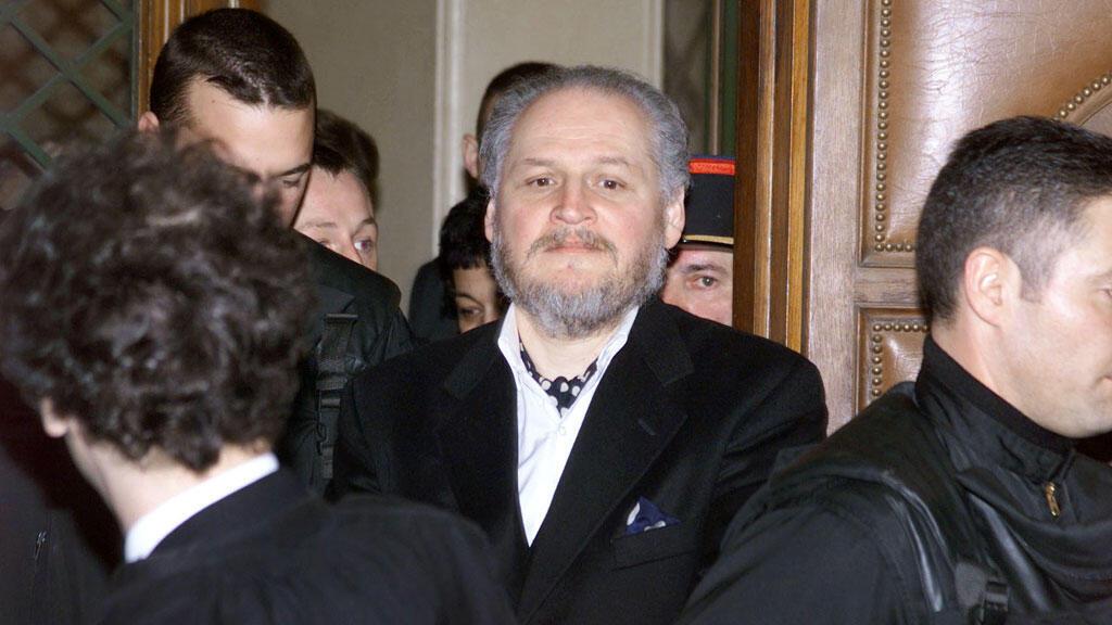 لفنزويلي إيليتش راميريز سانشيز المعروف باسم كارلوس عند وصوله قاعة المحكمة في باريس