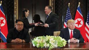 الرئيس الأمريكي دونالد ترامب والزعيم الكوري الشمالي كيم جونج أون