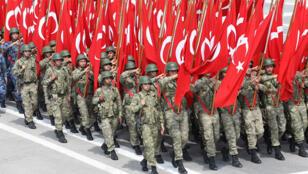 فرقة من الجيش التركي في استعراض عسكري