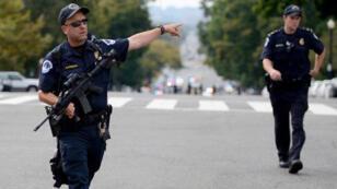 رجال شرطة-