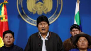 الرئيس البوليفي إيفو موراليس يخاطب وسائل الإعلام-