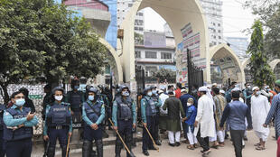 الشرطة البغالية في العاصمة دكا