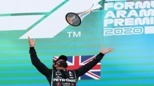 احتفال لويس هاميلتون الفائز من مرسيدس - سباق الجائزة الكبرى الإسبانيا - إسبانيا يوم 16 أغسطس 2020