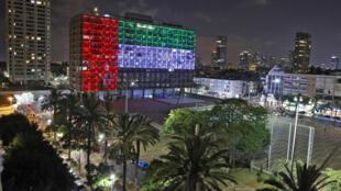 بلدية تل أبيب تضيء مبناها بعلم الإمارات وإسرائيل بعد الاتفاق التاريخي بين البلدين