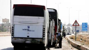 حافلات في طريقها إلى الغوطة الشرقية