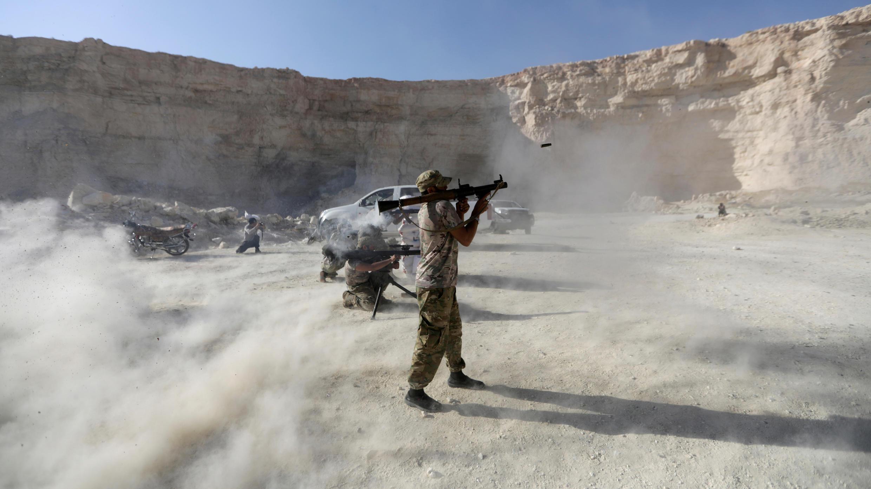 des-combattants_Armée_-syrienne-libr_-démontrent_-démonstration_reuters