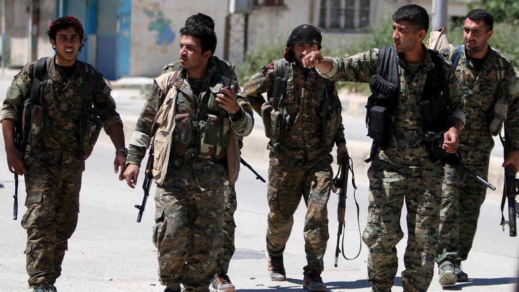 مقاتلون تابعون لوحدات حماية الشعب الكردي