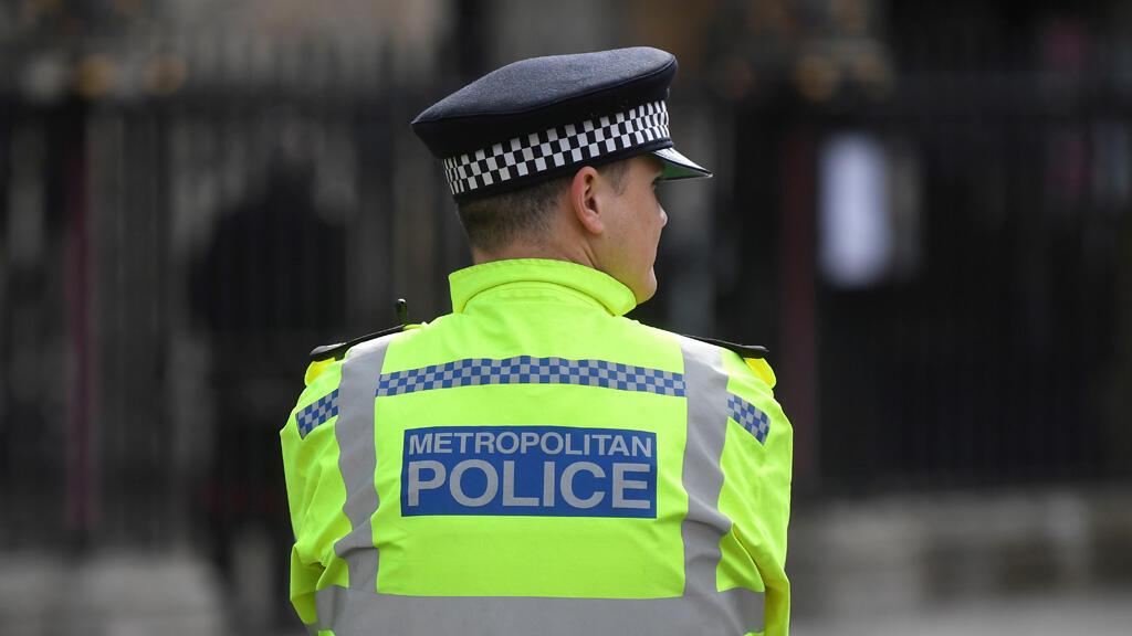 عنصر في شرطة لندن