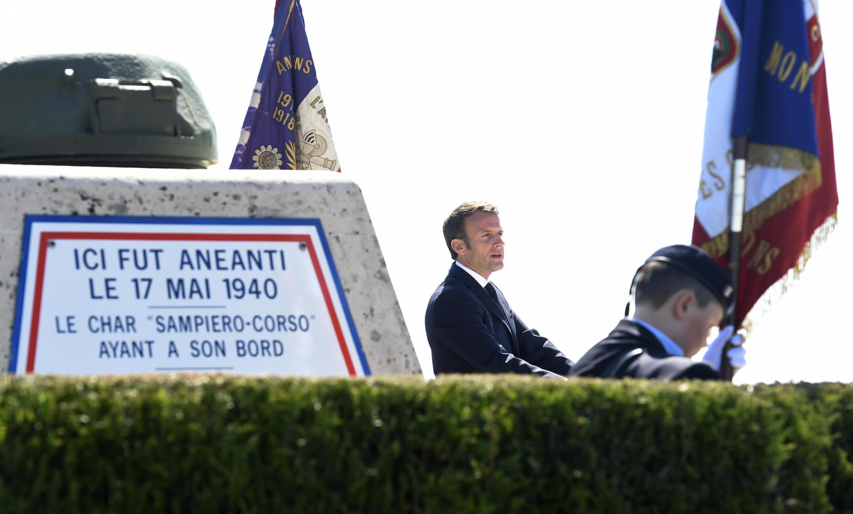 """الرئيس الفرنسي إيمانويل ماكرون يلقي خطابًا خلال حفل بمناسبة الذكرى 80 لمعركة """"مونتكورنيت"""""""