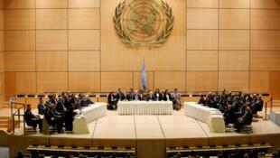 مفاوضو الحومة السورية والمعارضة وجها لوجه في قاعة الأمم المتحدة في جنيف