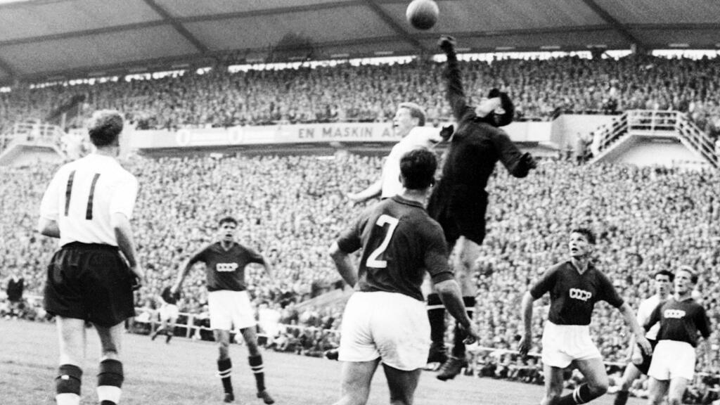 ليف ياشين في مباراة مع منتخب الاتحاد السوفياتي (أ ف ب)