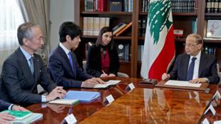 الرئيس اللبناني ميشال عون مع نائب وزير العدل الياباني هيرويوكي يوشي 2 يوم مارس/آذار 2020