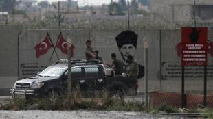 مقاتلي المتمردين السوريين المدعومين من تركيا في أكاكالي-