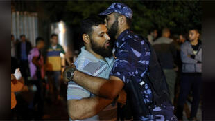 / أخو مسلح فلسطيني من حركة حماس قتل في انفجار في غزة يتلقى التعازي