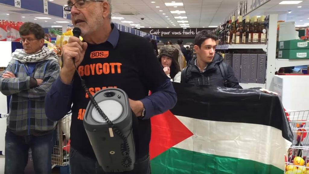 ناشطون من منظمة بي دي ىس ينفذون حملة مقاطعة للمنتوجات الإسرائيلية
