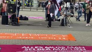 الناشطة يارا مياسة في وقفة احتجاجية في ولاية تورنغن في ألمانيا
