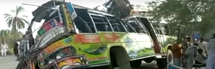 accident_bus_truck_clash_pakistan
