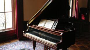آلة البيانو