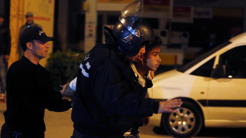اعتقال متظاهر تونسي