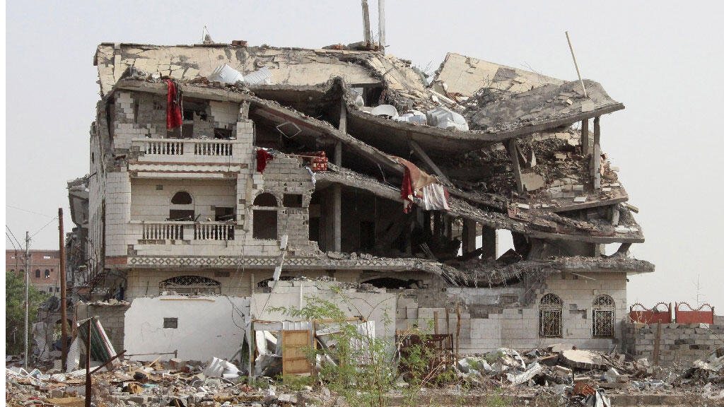مبنى دمرته غارة جوية لقوات التحالف بقيادة 20 مايو 2015