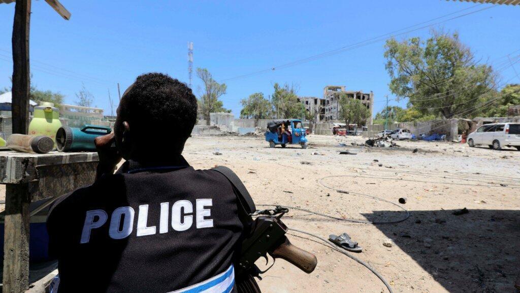 عنصر من الشرطة الصومالية