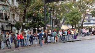 زحام بسبب انقطاع الكهرباء في كراكاس يوم الجمعة 8- 03-2019