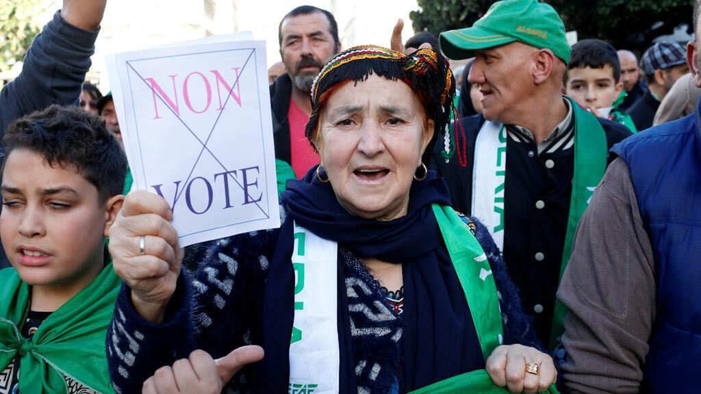 مظاهرة في العاصمة الجزائرية رافضة للتصويت والانتخاباتالرئاسية