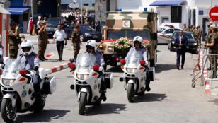جثمان الرئيس التونسي يغادر المستشفى العسكري