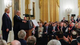 رئيس الحكومة الإسرائيلية بنيامين نتنياهو خلال المؤتمر الصحفي الذي عقده مع الرئيس دونالد ترامب يوم 28 يناير/ كانون الثاني 2020 في البيت الأبيض