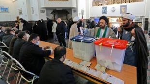 مكتب للتصويت في طهران