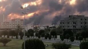 الدخان بعد قصف مصنع أرامكو في بقيق