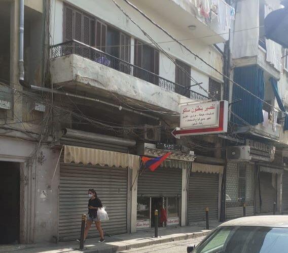 أعلام أرمنية تزين المباني المكتظة بالأرمن اللبنانيين الذي يرغبون بالذهاب الى كاراباخ