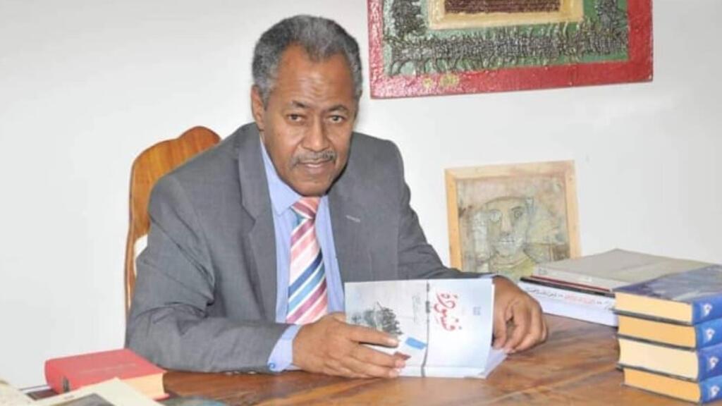 الروائي أحمد الحاج