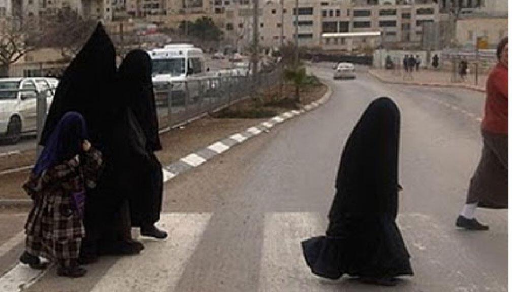 27895ce44 يهوديات من طائفة الحريديم في مدينة بيت شمس في فلسطين