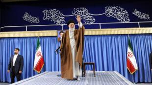 المرشد الأعلى للجمهورية الإسلامية الإيرانية آية الله علي خامنئي في طهران، يوم 17 مايو 2017
