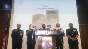 المفتش العام للشرطة الماليزية محمد فوزي هارون يتحدث في مؤتمر صحفي سابق