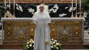 البابا فرنسيس يوجه رسالة بمناسبة عيد الفصح