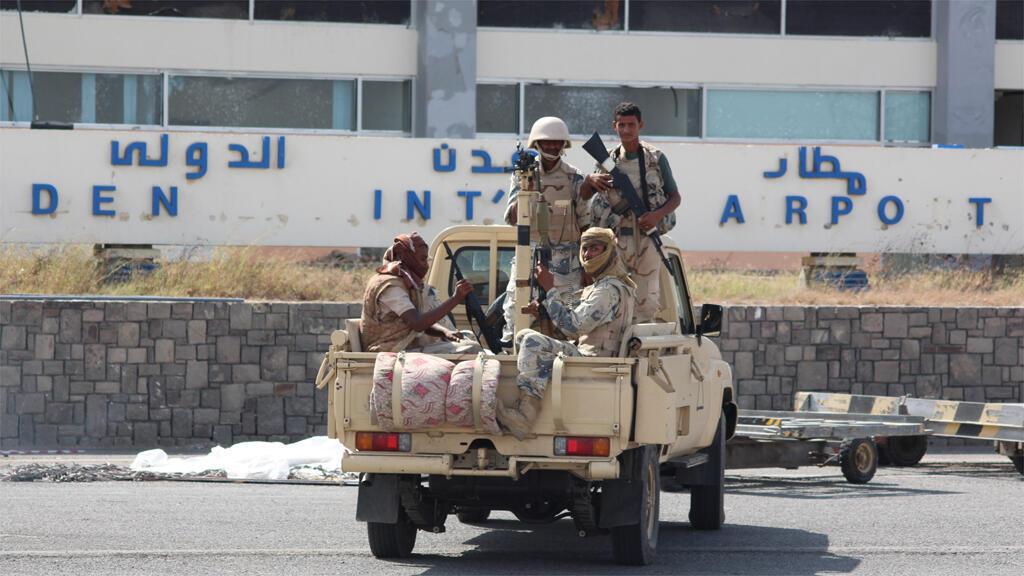 © قوات أمنية يمنية قرب مطار عدن الدولي