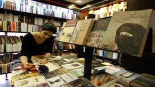 كورونا يؤجج لهيب أزمة الكتاب العربي