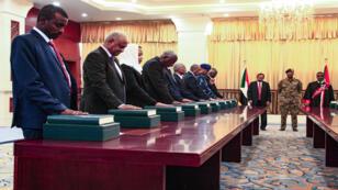 الحكومة السودانية الجديدة تؤدي اليمين