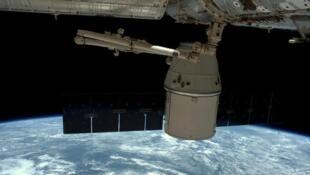 قمر صناعي في الفضاء