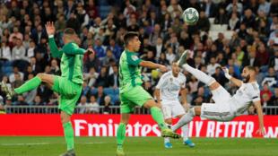 لاعب ريال مدريد كريم بنزيمة خلال مباراة فريقه مع ضيفه فريق ليغانيس مساء 30 أكتوبر 2019
